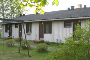 1h+kk+pesuh/wc+sauna = 34,5 m2 Autotallin kanssa 27.500 €