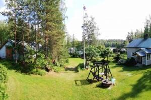 Rantaan rajoittuva pientilan talouskeskus ja metsää, 120.000 €